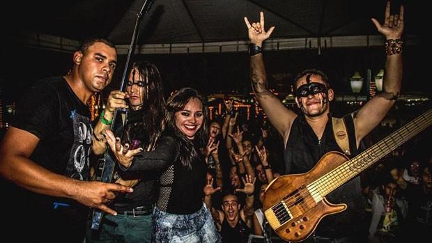 Fundador da banda diz que alguns fãs se sentem constrangidos quando pedem autógrafo para a banda perto de amigos. (Foto: BBC)
