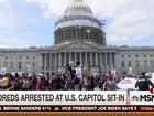 Mais de 400 manifestantes são detidos no Capitólio dos EUA
