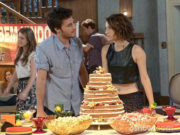 Martin tenta se entender com Micaela, mas acaba levando mais um fora (Foto: Malhação / TV Globo)