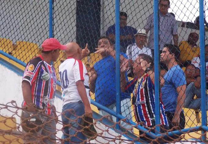 Torcedores do Maranhão discutiram durante jogo contra o Imperatriz (Foto: Bruno Alves/GloboEsporte.com)