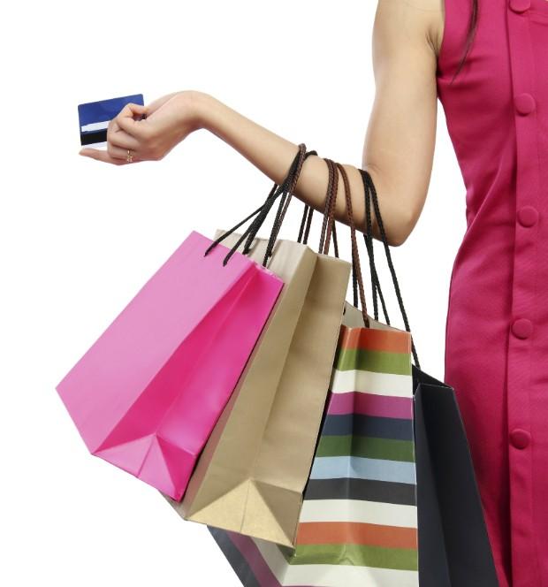 Economize! 5 erros que estão fazendo você desperdiçar seu dinheiro na hora de comprar roupa
