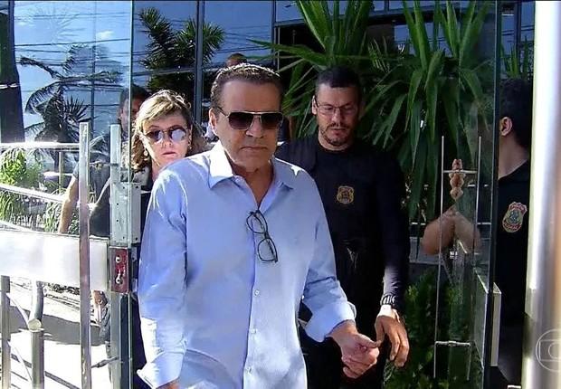 O ex-ministro Henrique Eduardo Alves é preso por agentes federais em Natal (Foto: Reprodução/TV Globo)