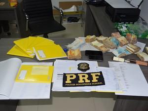 Quadrilha com escritório em Lauro de Freitas distribuía cigarros para cinco estados (Foto: Divulgação/ PRF Bahia)