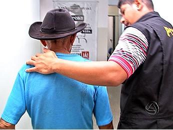 Idoso foi preso suspeito de abusar de crianças (Foto: Reprodução/ TVCA)