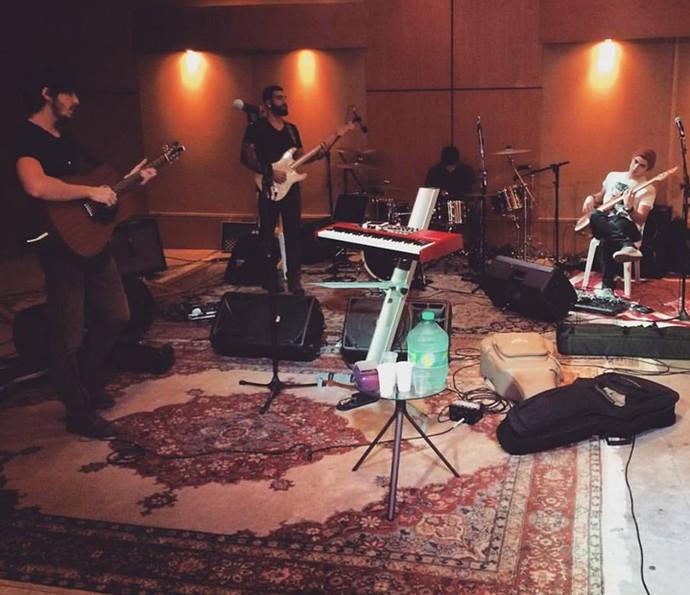 Músicos reunidos em um estúdio (Foto: Arquivo pessoal)