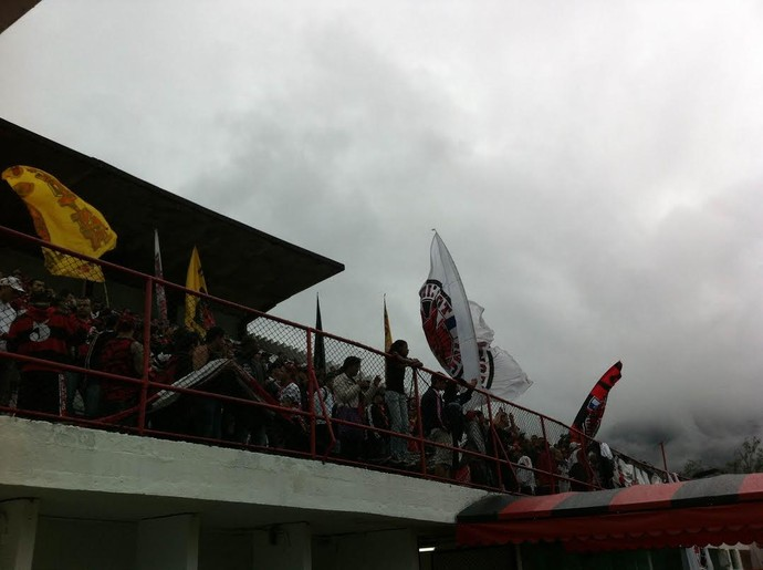Cerca de mil torcedores enchem a Gávea (Foto: Thales Soares)