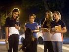 Andressa Urach posta foto conversando com prostituta