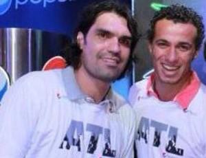 Fernandão ao lado de Leandro Damião em foto postada neste sábado (Foto: Reprodução)