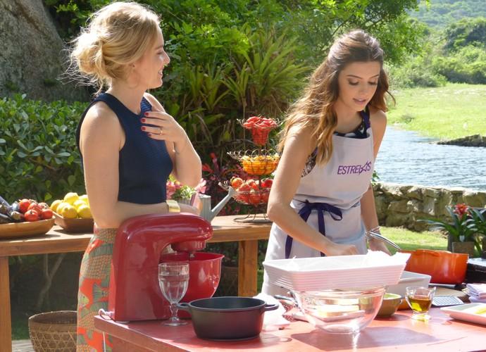 Giovanna Lancelloti prepara lasanha de berinjela para Angélica (Foto: Annelisa Gomes / Gshow)