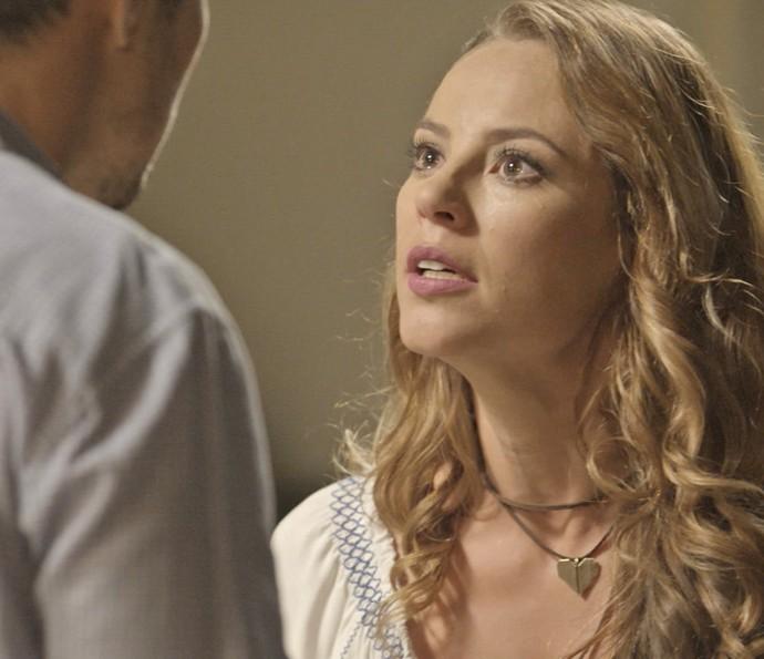 Melissa proíbe Roberto a contar tudo para Felipe (Foto: TV Globo)