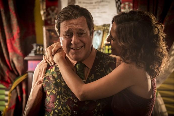 Ao contrário de seus personagens, Camila Pitanga e Antonio Fagundes se dão muito bem nos bastidores da atual novela das 9 (Foto: Inácio Moraes/Gshow)
