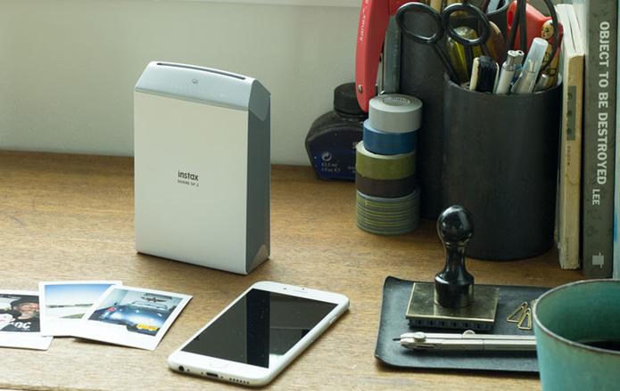 Instax Share SP-2 permite imprimir fotos do Facebook e Instagram (Foto: Divulgação/Fujifilm)