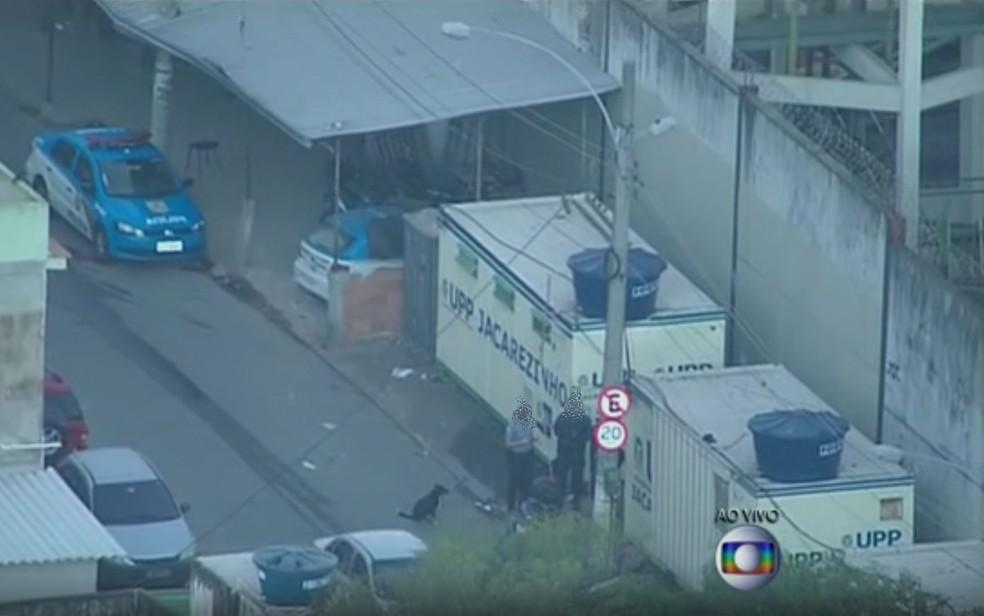 Policiais que trabalhavam na UPP do Jacarezinho são condeandos por estupro (Foto: Reprodução / TV Globo)