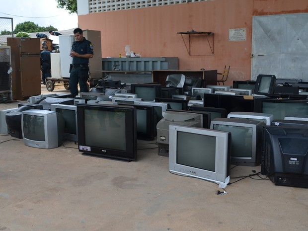 Mais de 100 televisores foram apreendidos (Foto: Emily Costa/ G1 RR)