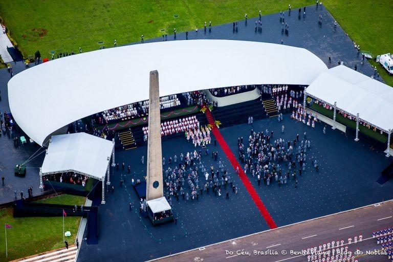 Quartel General do Exército com a Concha Acústica e o Obelisco (Foto: Bento Viana)