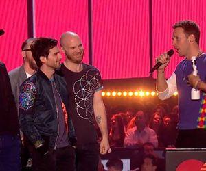 Chris Martin apresenta companheiros do Coldplay com nomes dos integrantes do One Direction