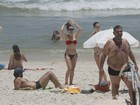 Bianca Bin vai a praia com marido e amiga