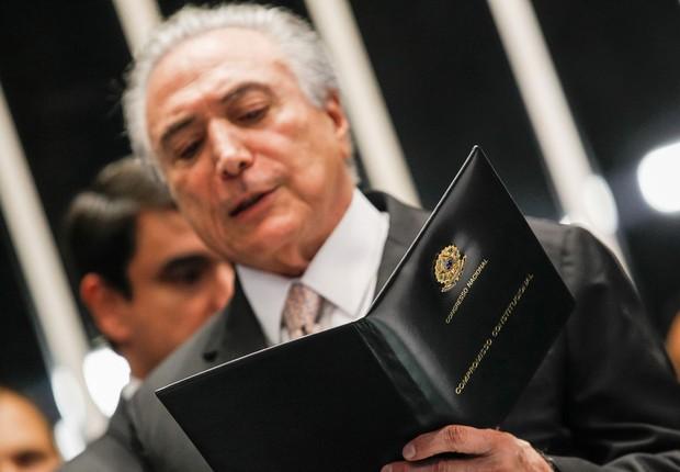 Michel Temer lê juramento antes de tomar posse como novo presidente do Brasil (Foto: Beto Barata/PR)
