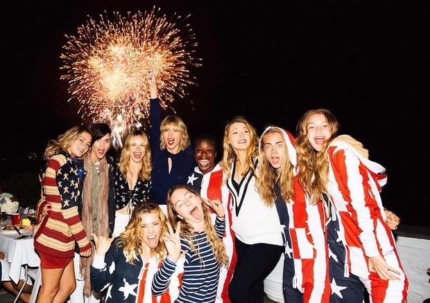 Taylor Swift celebra o 4 de julho com amigas (Foto: Reprodução/Instagram)