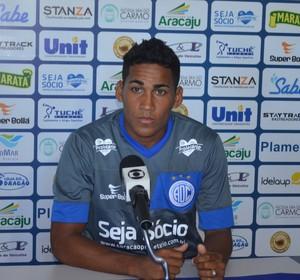 Izaldo, lateral-esquerdo do Confiança (Foto: Felipe Martins / GloboEsporte.com)