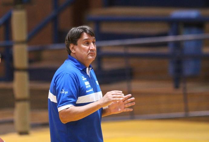 Técnico José Carlos Vidal vê com bons olhos a realização dos amistosos na Argentina.  (Foto: Lucas Magalhães)