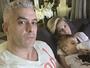 Ana Hickmann posa com a família após atentado