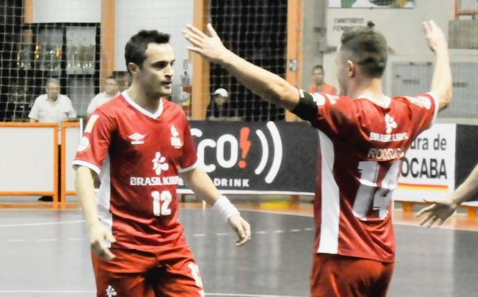 Ala Falcão e fixo Rodrigo, do Sorocaba Futsal (Foto: Danilo Camargo / Futsal Brasil Kirin)