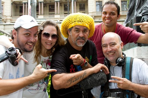 Equipe do Ateliê urbano com Nelson Triunfo (ao centro) em São Paulo (Foto: Divulgação)