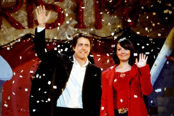 Martine McCutcheon e Hugh Grant em Simplesmente Amor (2003) (Foto: Reprodução)