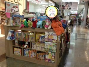 Jogos de montar, carrinhos de madeira e até brinquedos criados há muito tempo ajudam no crescimento saudável das crianças (Foto: Junia do Amaral Martino/Divulgação)