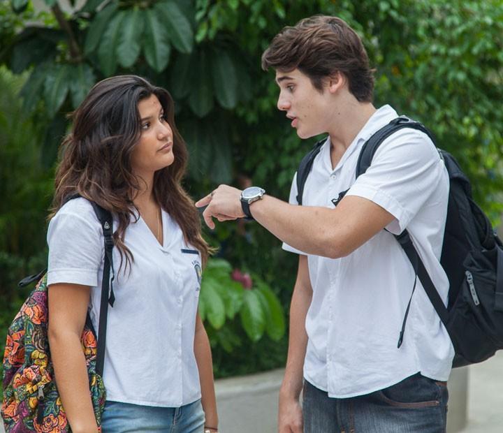Rodrigo fala mal de Luciana pra Lívia (Foto: Artur Meninea/Gshow)