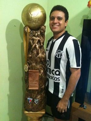 Érico torcedor do Ceará - Troféu Campeonato Cearense 2012 (Foto: Ícaro Roney/ Arquivo Pessoal)
