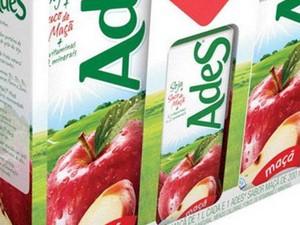 Problema foi detectado em lote do suco de maçâ Ades (Foto: Divulgação)