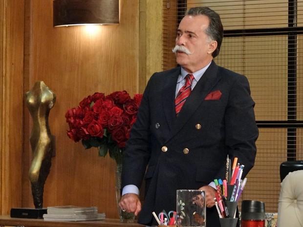 Otávio percebe que se lascou ao ver Roberta entrar na sala (Foto: Guerra dos Sexos/TV Globo)