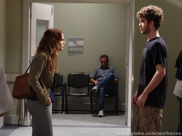 Sidney deixa escapar para a Anita que ele sabotou o casamento da mãe dela. (Foto: Malhação / TV Globo)