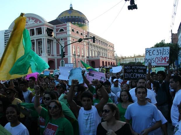 Manifestação começou no Centro de Manaus e foi até a Arena da Amazônia (Foto: Marcos Dantas/G1 AM)
