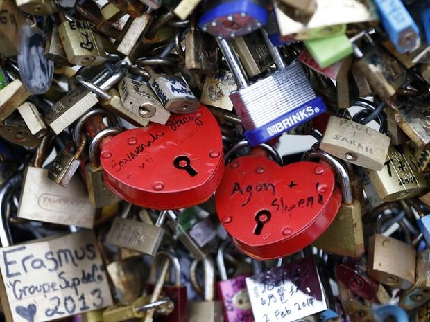 Crença diz que o amor só acaba se o cadeado for aberto (Foto: Charles Platiau/Reuters)
