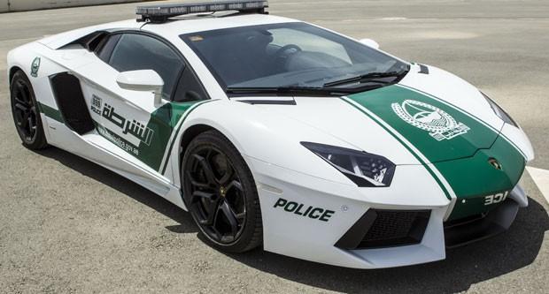 Policiais de Dubai vão usar o esportivo de luxo Lamborghini Aventador (Foto: Dubai Police/AFP)