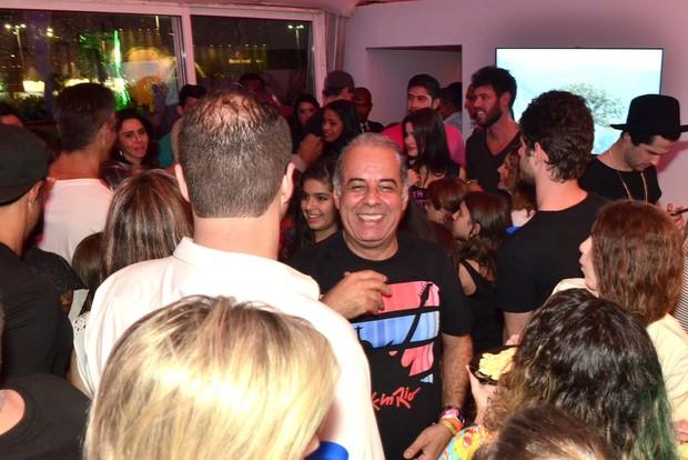 Maurício Destri vendo Bruna Marquezine chegando no Rock in Rio (Foto: Roberto Teixeira / EGO)