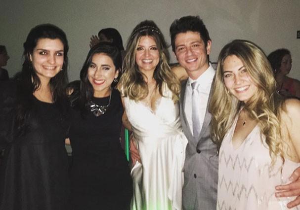Mariana Santos e Rodrigo Velloni recebem os cumprimentos dos amigos (Foto: Reprodução/Instagram)