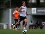 Com show de Berola, reservas do Santos goleiam sub-20 em jogo-treino