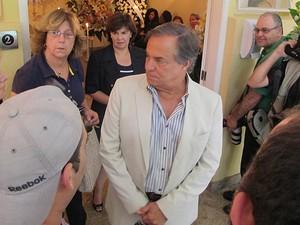 Amigo de Marly Marley, o cantor Ronnie Von também compareceu ao velório dela (Foto: Fábio Tito/G1)