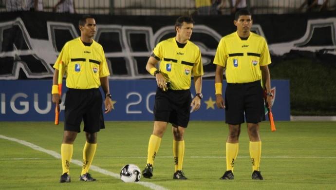 RN - árbitro Caio Max Augusto Vieira (centro) (Foto: Diego Simonetti/ABC FC/Divulgação)