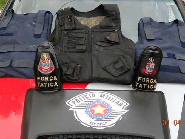Polícia Militar apreende três coletes à prova de balas em Peruíbe, SP (Foto: Divulgação/Polícia Militar)