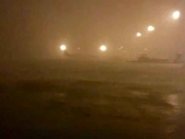 [Brasil] Temporal causa 'ondas' em pátio do Aeroporto de Viracopos em Campinas Ondaviracopos