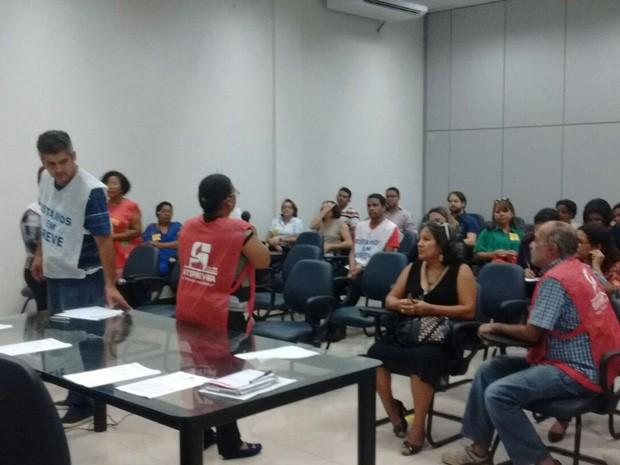 Servidores do INSS decidem pela contuidade da greve no MA (Foto: João Ricardo/G1)
