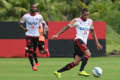 Paulinho treino do Flamengo (Foto: Gilvan de Souza / Flamengo)