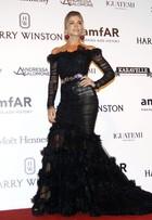 Grazi Massafera rouba a cena com look elegante em evento de gala