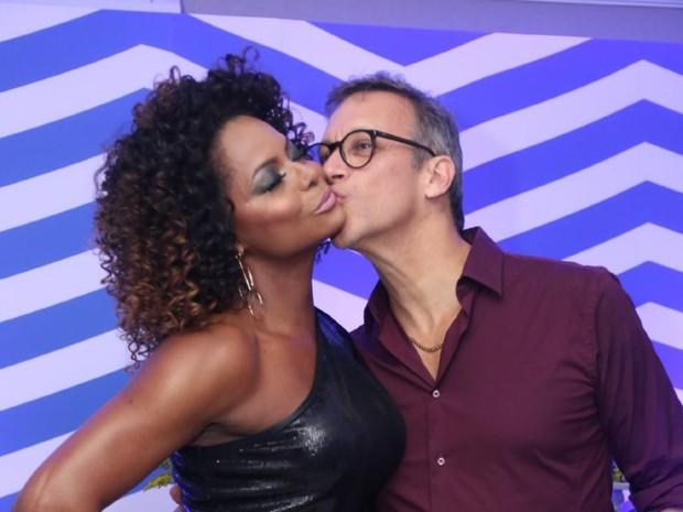 Adriana Bombom e o noivo, Adrien Cunha, em evento no Rio (Foto: Daniel Pinheiro/ Ag. News)
