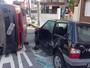 Carros colidem, ficam parcialmente destru�dos e v�timas saem ilesas